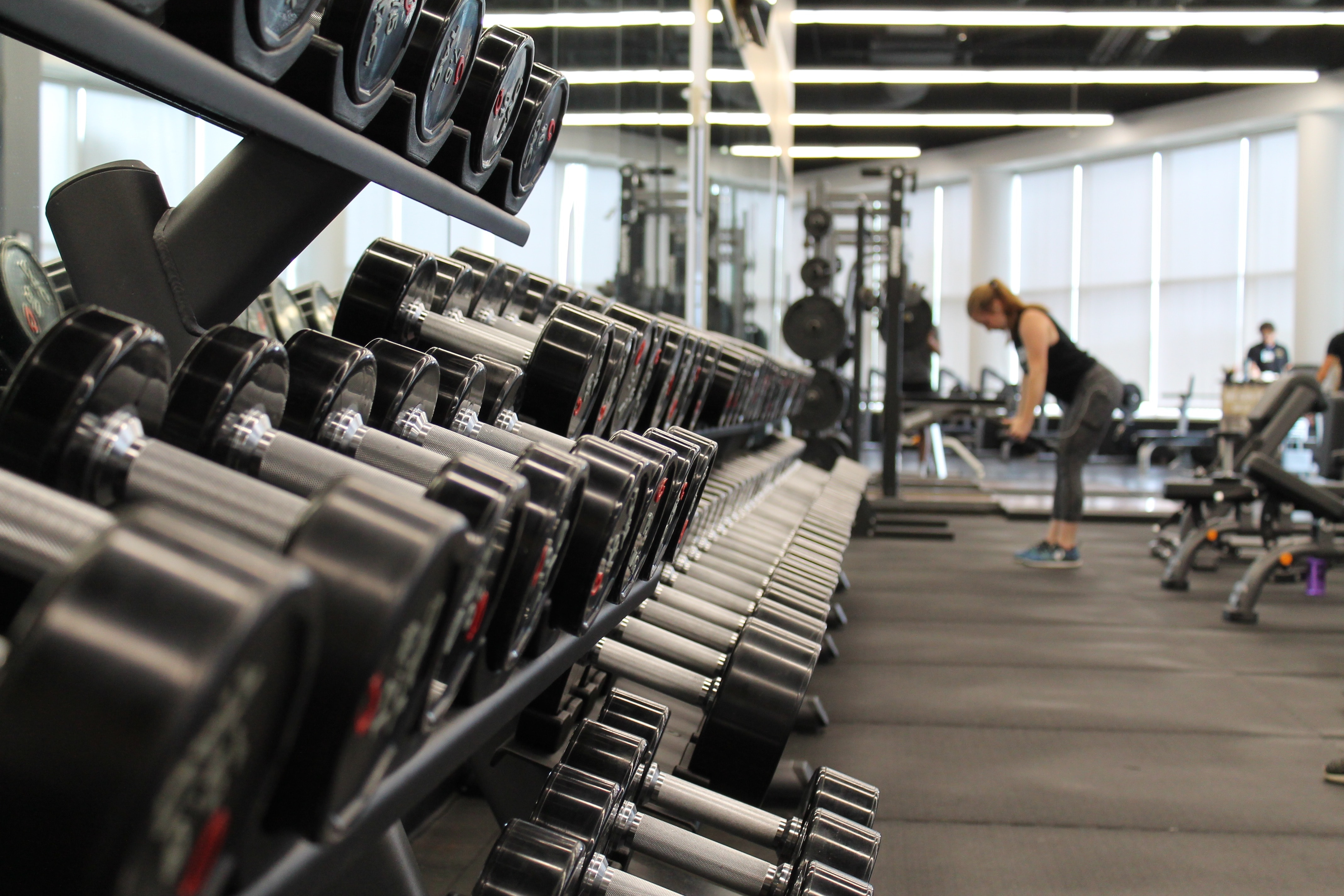 a woman lifts weights at the gym