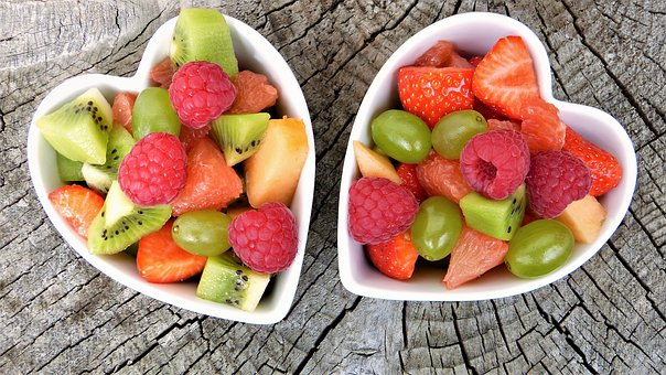 Two bowls of fruit